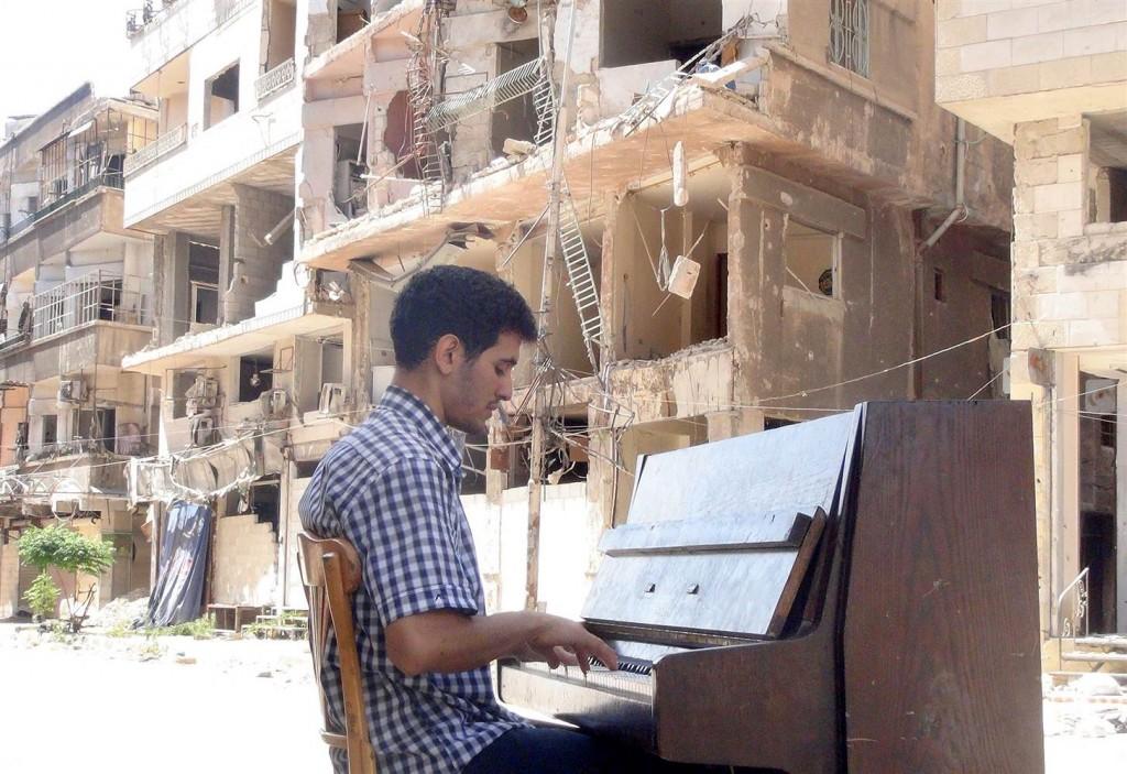 150910-ayham-ahmad-yarmouk-yh-0843a_4f4f69aa9d8aafa181c4add043685397.nbcnews-ux-2880-1000