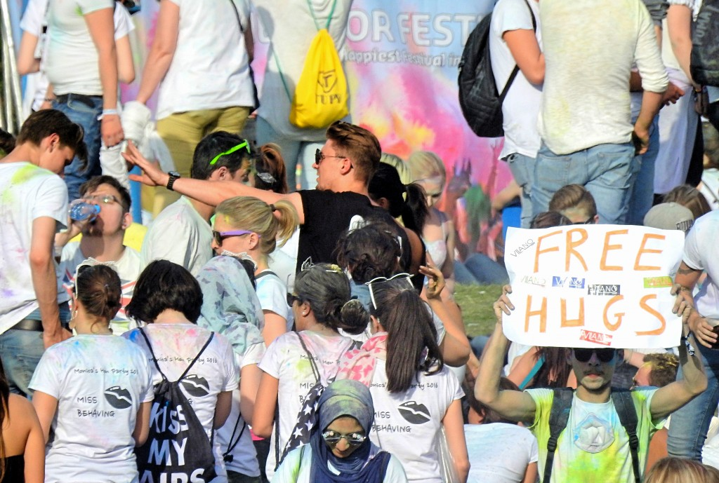 free hugs color festival bochum