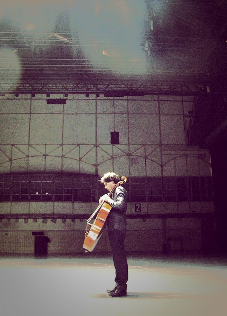 cellospieler-in-der-jahrhunderthalle